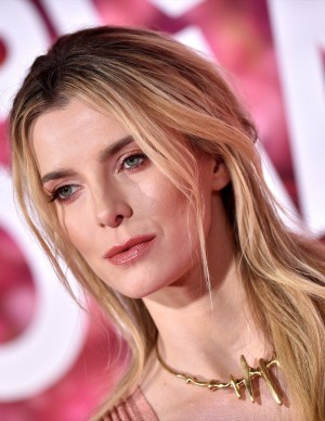 photos Betty Gilpin